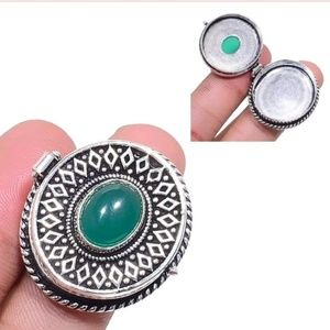 New Green Onyx Silver Poison Ring. Size 7.75